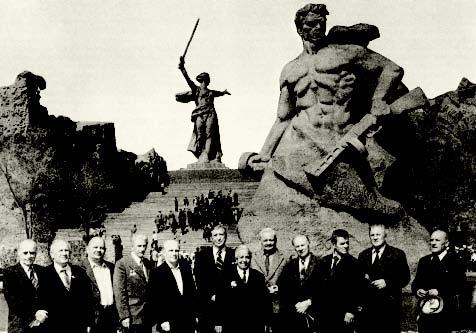 В 1983 году, ровно через 40 лет после знаменитого матча в Сталинграде, ветераны- спартаковцы вновь посетили Волгоград.
